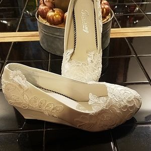NWT lace white heels